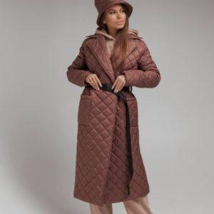 Заказать цвета мокко женскую стеганую длинную куртку на запах с поясом выгодно