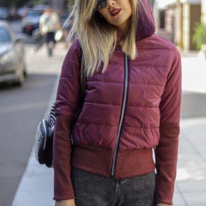 Купить бордо женскую весеннюю куртку с манжетами на резинке в интернете