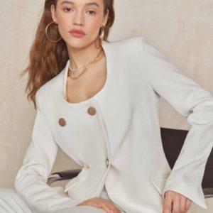 Заказать женский молочный пиджак на подкладке с круглым вырезом недорого