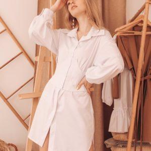 Купить выгодно белого цвета платье-рубашка с объёмными рукавами со съёмным корсетом для женщин