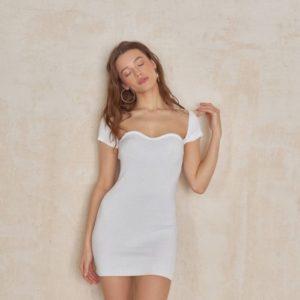 Приобрести по скидке белое женское вязаное платье mini