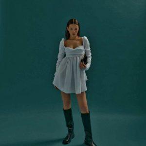 Приобрести белое женское платье мини с драпировкой и длинным рукавом в интернете