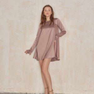 Купить недорого бежевого цвета платье свободного кроя для женщин из атласа-шелка