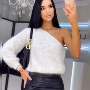 Заказать женский теплый белый свитер на одно плечо онлайн