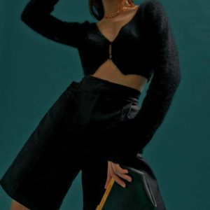 Заказать женские черные шорты бермуды на высокой талии по скидке