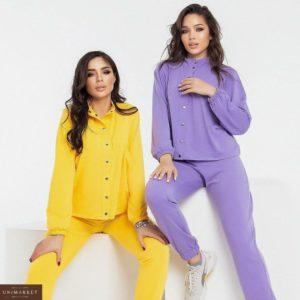 Купить желтый, сиреневый спортивный женский костюм с кофтой на заклепках и джоггерами (размер 42-48) онлайн