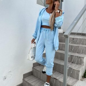 Заказать онлайн женский спортивный костюм тройка на змейке с майкой-топом (размер 42-48) голубого цвета