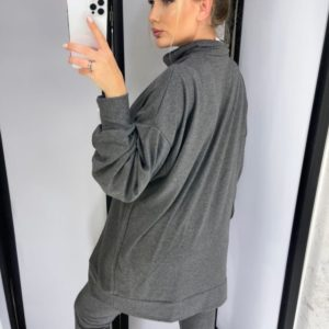 Заказать серый женский костюм с кофтой oversize под горло и лосинами по скидке