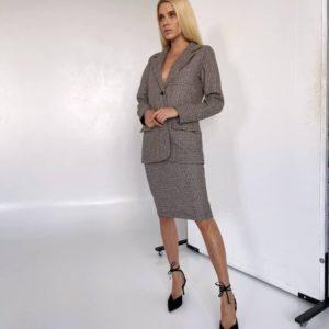Заказать недорого коричневый пиджак в мелкую клетку на подкладке для женщин