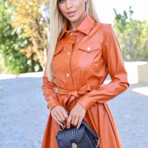 Заказать онлайн женское кожаное платье-рубашка с поясом (размер 42-48) цвета горчица