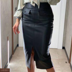 Купить женскую юбку миди с разрезом из эко кожи черного цвета в Украине