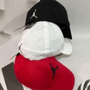 Заказать недорого красную, белую, черную бейсболкумужскую и женскую с эмблемой Jordan Air