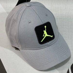 Заказать женскую и мужскую бейсболку серую с вышитой эмблемой Jordan недорого