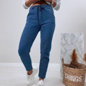 Заказать женские джинсы Мом на резинке синего цвета онлайн