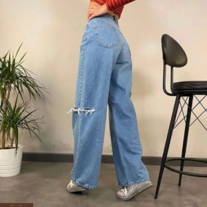 Заказать по скидке женские джинсы палаццо голубого цвета с прорезями