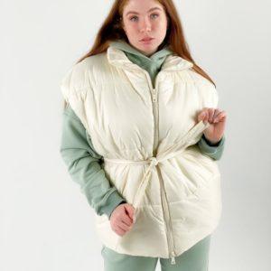 Купить женскую однотонную жилетку молочного цвета оверсайз с поясом (размер 42-48) недорого