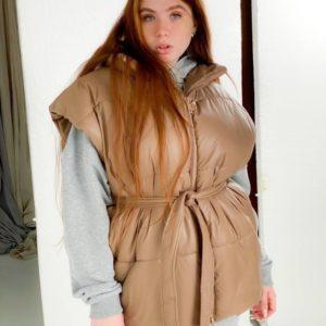 Заказать коричневого цвета женскую однотонную жилетку в Украине оверсайз с поясом (размер 42-48) дешево
