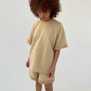Заказать онлайн бежевый костюм трикотажный для женщин : футболка и шорты (размер 42-48)