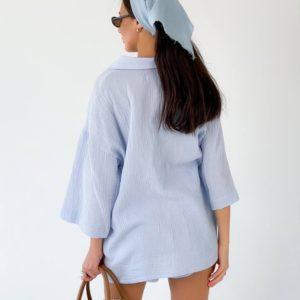 Приобрести голубого цвета женский летний костюм с шортами из жатки недорого (размер 42-48)
