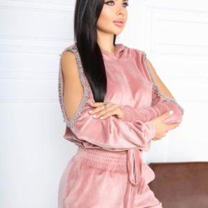 Купить по низким ценам спортивный костюм пудра из стрейчевого велюра с декором на рукавах (размер 42-48) для женщин