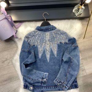 Приобрести по скидке куртку женскую джинсовую с декором синего цвета