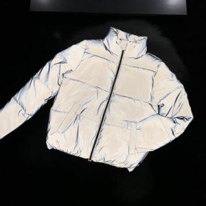 Купить серую трендовую светоотражающую короткую женскую куртку (размер 42-48) в Украине
