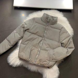 Заказать женскую трендовую светоотражающую короткую куртку (размер 42-48) серого цвета по низким ценам