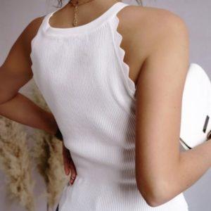 Приобрести недорого однотонную майку для женщин из трикотажа рубчик белую