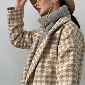Заказать женское шерстяное утепленное пальто бежевого цвета с принтом гусиная лапка (размер 42-52) по скидке