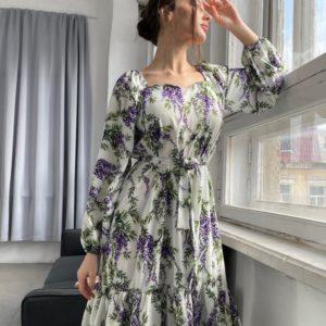Заказать онлайн белое свободное платье с принтом цветы и рюшами (размер 42-52) в интернете