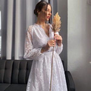 Купить недорого платье с объемными рукавами белое с флоковым напылением (размер 42-52) для женщин