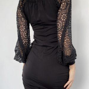 Заказать черного цвета трикотажное платье с шифоновыми рукавами для женщин (размер 42-52) на распродаже по скидке