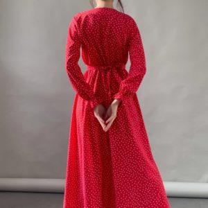 Приобрести красное женское платье миди в горошек с разрезом на ноге (размер 42-52) по скидке