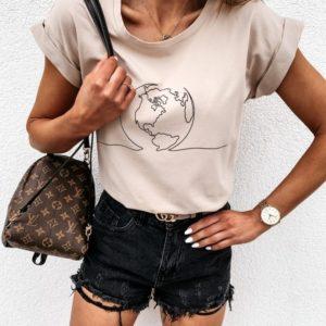 Приобрести женскую футболку бежевую недорого с принтом планета