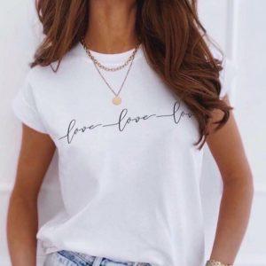 Купить в интернете женскую свободную футболку Love love love белого цвета без предоплаты