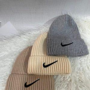Купить на распродаже женскую и мужскую шапку Nike с отворотом серую, мокко, беж