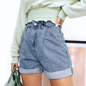 Заказать недорого джинсовые шорты для женщин Мом с защипами голубые