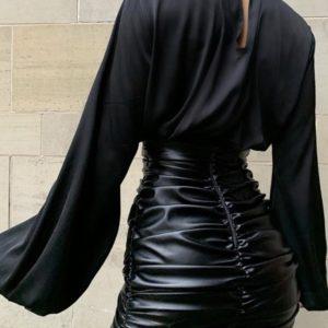 Купить в интернете черную завышенную юбку из эко кожи в сборках (размер 42-48) для женщин