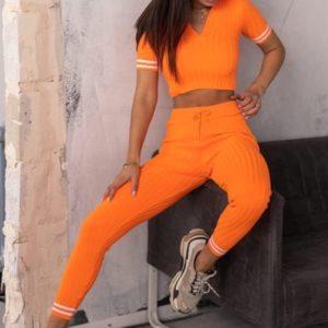 Заказать женский вязаный костюм оранжевого цвета с топом с коротким рукавом на распродаже