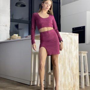 Купить дешево замшевый костюм малиновый : топ + юбка с разрезом на распродаже