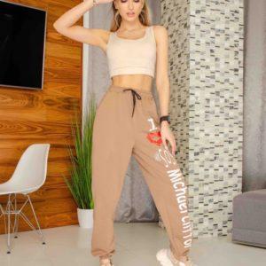 Купить дешево женские трикотажные штаны с принтом и надписью цвета мокко (размер 42-50)