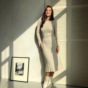 купить женское платье бежевого цвета по скидке