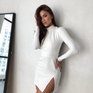 купить летнее платье белого цвета с разрезом на ноге недорого