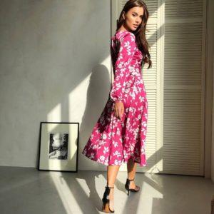 приобрести летнее платье в розовом цвете с принтом из цветов недорого