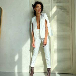 купить брючный костюм белого цвета в Украине