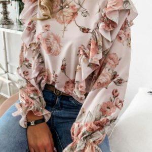 Заказать женскую цветочную блузу по скидке с рюшами цвета пудра из шифона