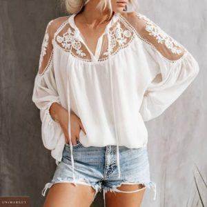 Купить белую свободную женскую блузу из шифона с кружевом по скидке