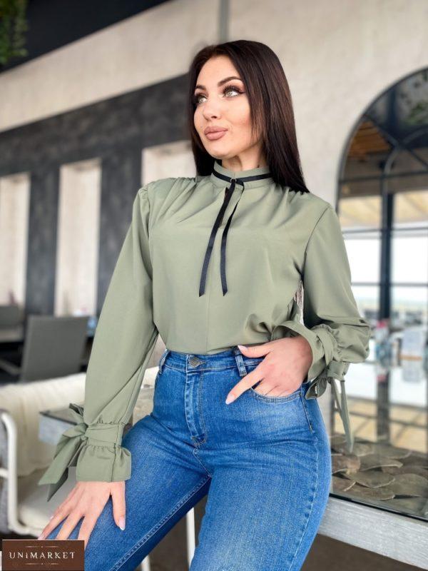 Приобрести хаки женскую блузу с контрастной завязкой недорого на шее (размер 42-56)