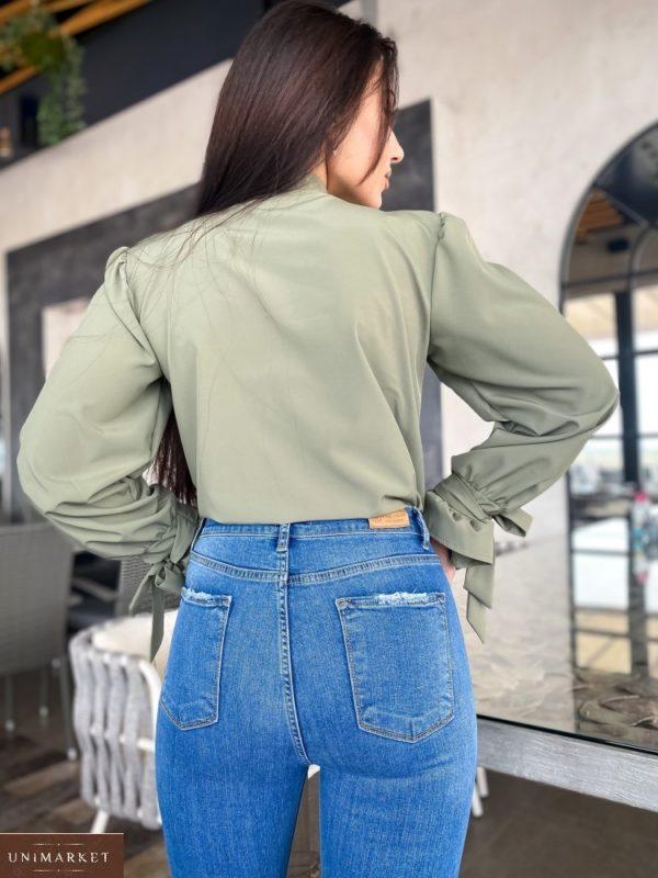 Купить онлайн блузу женскую с контрастной завязкой на шее (размер 42-56) цвета хаки
