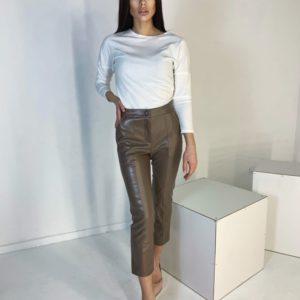 Заказать онлайн цвета мокко короткие брюки из эко кожи с карманами для женщинкороткие брюки из эко кожи с карманами
